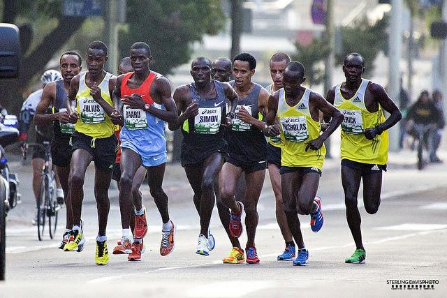 Erick Mose y Julius Keter hacen el 1-2 en el Maratón de Los Angeles 2013