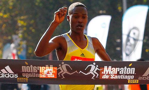 Julius Keter establece nuevo récord en el Maratón de Santiago 2013