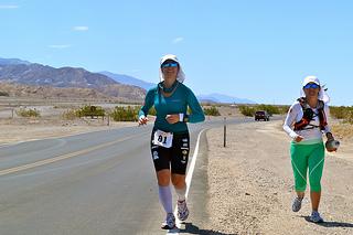 Volkswagen celebra el logro histórico de la ultramaratonista Nahila Hernández en Badwater