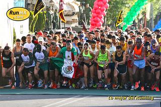 Corre el Medio Maratón del Centenario del Ejército Mexicano