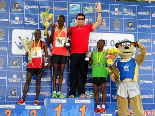 Benjamin Kiplimo y Karina Pérez ganan el Maratón Pacífico 2013
