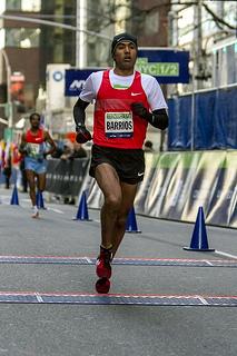 Juan Luis Barrios logra cuarto lugar en el Medio Maratón de Nueva York