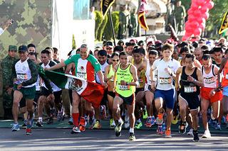 Sorteo de números para la carrera La Gran Fuerza de México