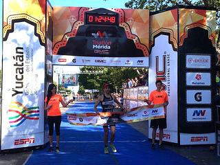 Serrano y Pérez ganaron el Triatlón Mérida 2015