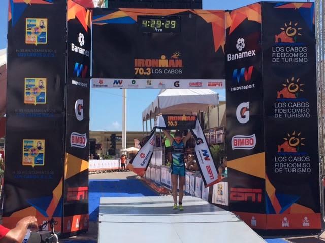 Francisco Serrano campeón del Ironman 70.3 Los Cabos 2015