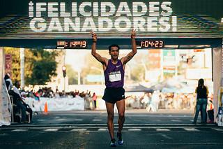 Juan Luis Barrios repite victoria en el 21K Guadalajara