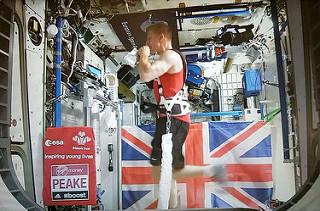 astronauta corre maraton en el espacion londres esa