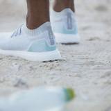 adidas produce un zapato hecho de plástico reciclado del océano