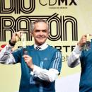 Presentan la playera y medalla del Medio Maratón de la Ciudad México 2017