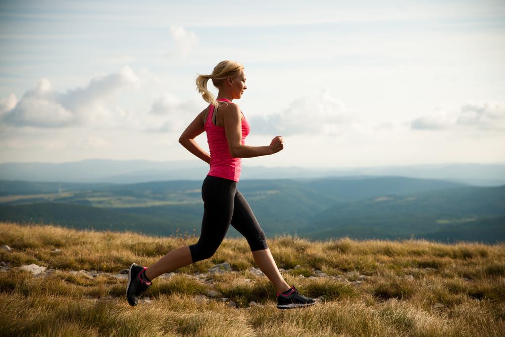 corredora deportes lesiones correr ciclismo tenis