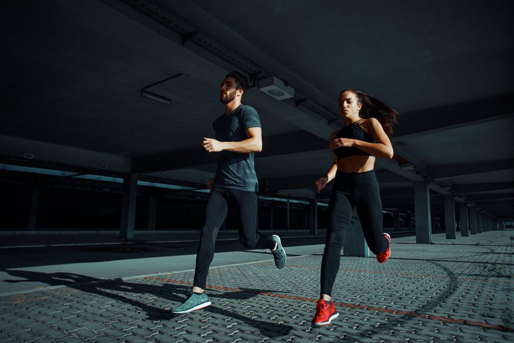 corredores entrenamiento velocidad repeticiones series